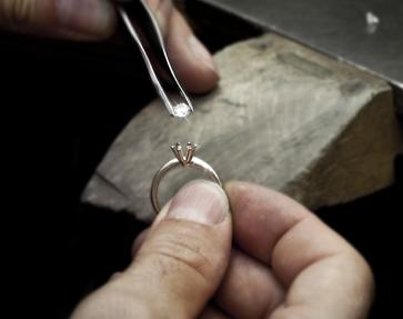Schmuck Herstellung, Fassen von Edelsteinen