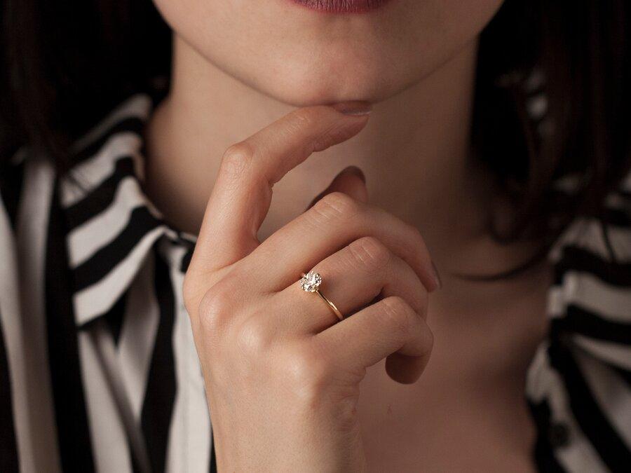 Individueller Verlobungsring in Gelbgold mit Diamantsolitär