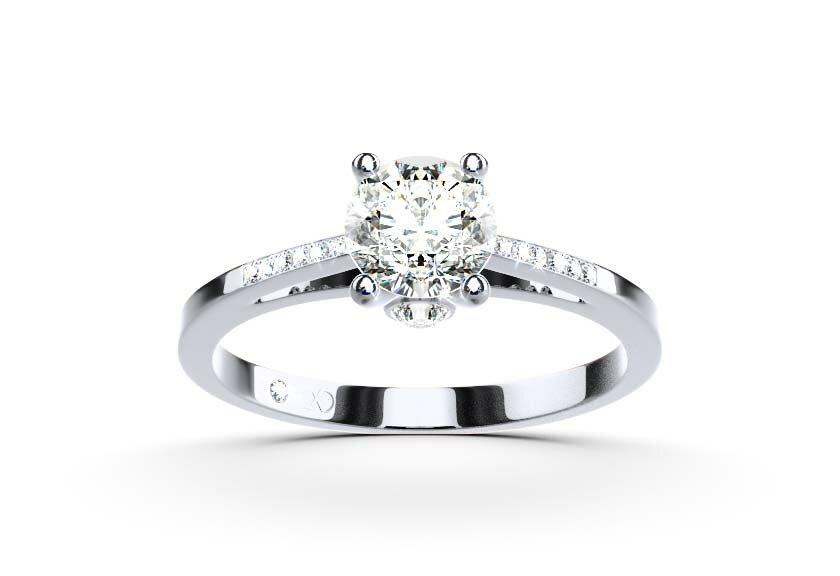 Verlobungsring: Mit Seitensteinen